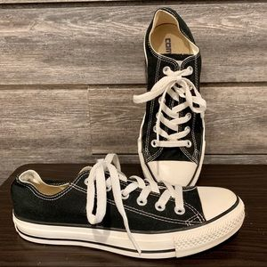 Converse Unisex Classic Low-Top Chuck Taylors